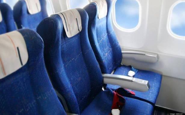 بالفيديو  ..  لمَ لا تتوافق مقاعد الطائرة مع النوافذ؟