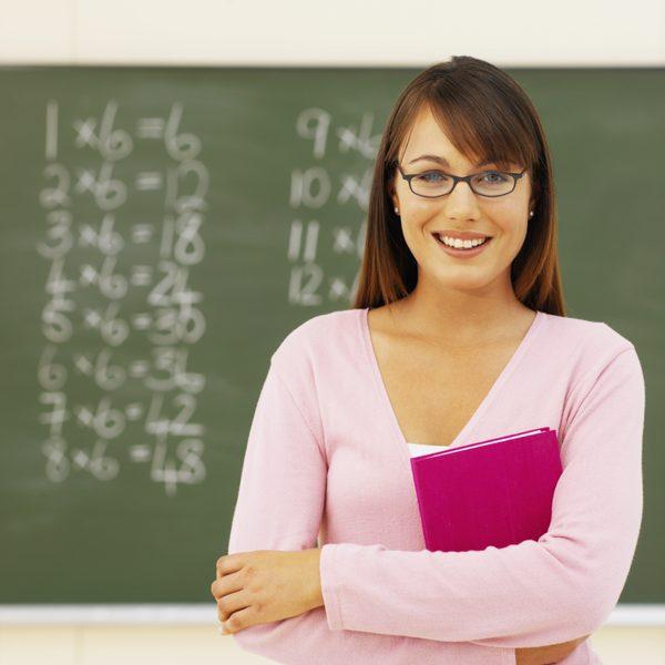 مطلوب معلمات إناث معلم صف بكالوريوس العمر لا يزيد عن 39 عام