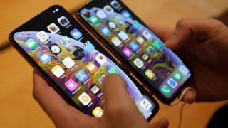 أبل تواجه شكاوى من مشاكل في شحن أجهزة آيفون الجديدة