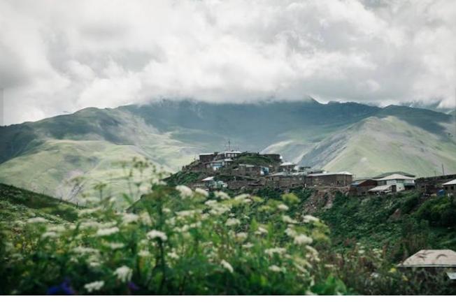 """تعرف إلى """"أحفاد نوح"""" في هذه القرية الأذربيجانية"""