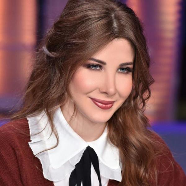 نانسي عجرم تهتف مع ثورة لبنان