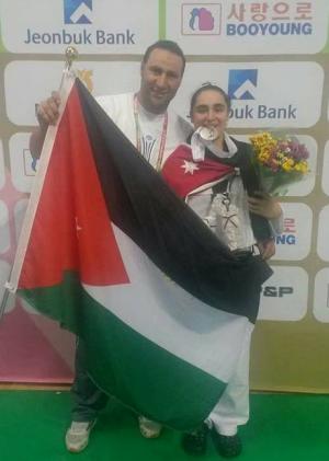 الأردنية عائشة السدة تتوج بفضية بطولة العالم للتايكواندو