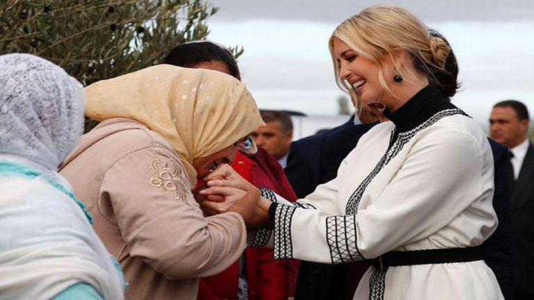 لهذا السبب  ..  قبّلت المغربية عائشة بورقيب يد إيفانكا ترامب؟ (فيديو)