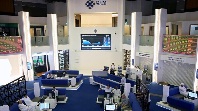 البورصة السعودية تصعد بفضل أسهم البتروكيمياويات ومصر تواصل الهبوط