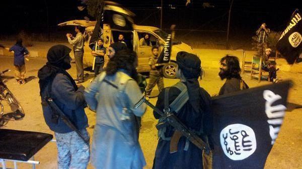 """داعش يبث صور عناصره داخل مدينة عين العرب """"كوباني"""""""