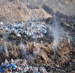 المفرق: مطالب بوقف عمليات الحرق في مكب الحصينيات
