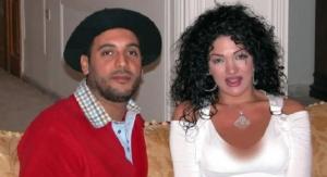 بالصور و الفيديو  ..  لقطات توثق فضيحة زوجة نجل القذافي بعد أن دهست رجال أمن و شتمتهم