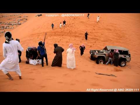 بالفيديو ..  انقلاب سيارة على أحد المتفرجين خلال استعراض خطير في الصحراء