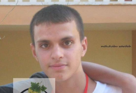 """انظر ماذا فعل شاب فلسطيني عندما اكتشف أنه """" أبن بالتبني """"  ..  صورة"""