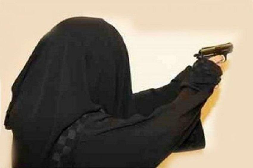 ضبط سيدة اشهرت مسدس بوجه قاضي في محكمة غرب عمان