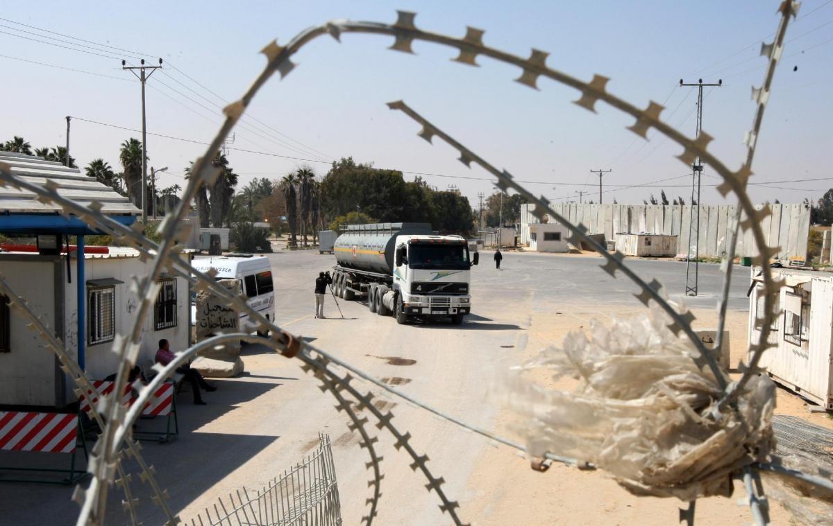"""غزة: فتح معبر كرم ابو سالم لـ """"ساعات"""" الثلاثاء"""