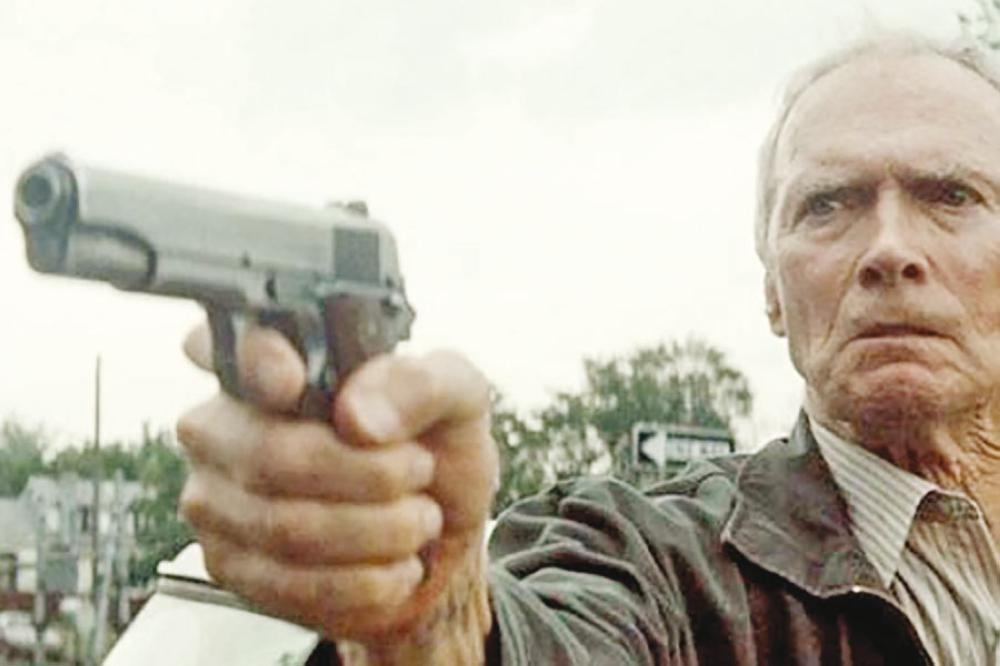 «المهرب» لكلينت إيستوود ..  عودة لأجواء الواقعية في السينما الأميركية