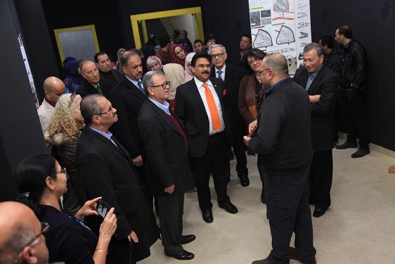رئيس جامعة البترا بفتتح معرضا لصور المهاتما غاندي في الجامعة