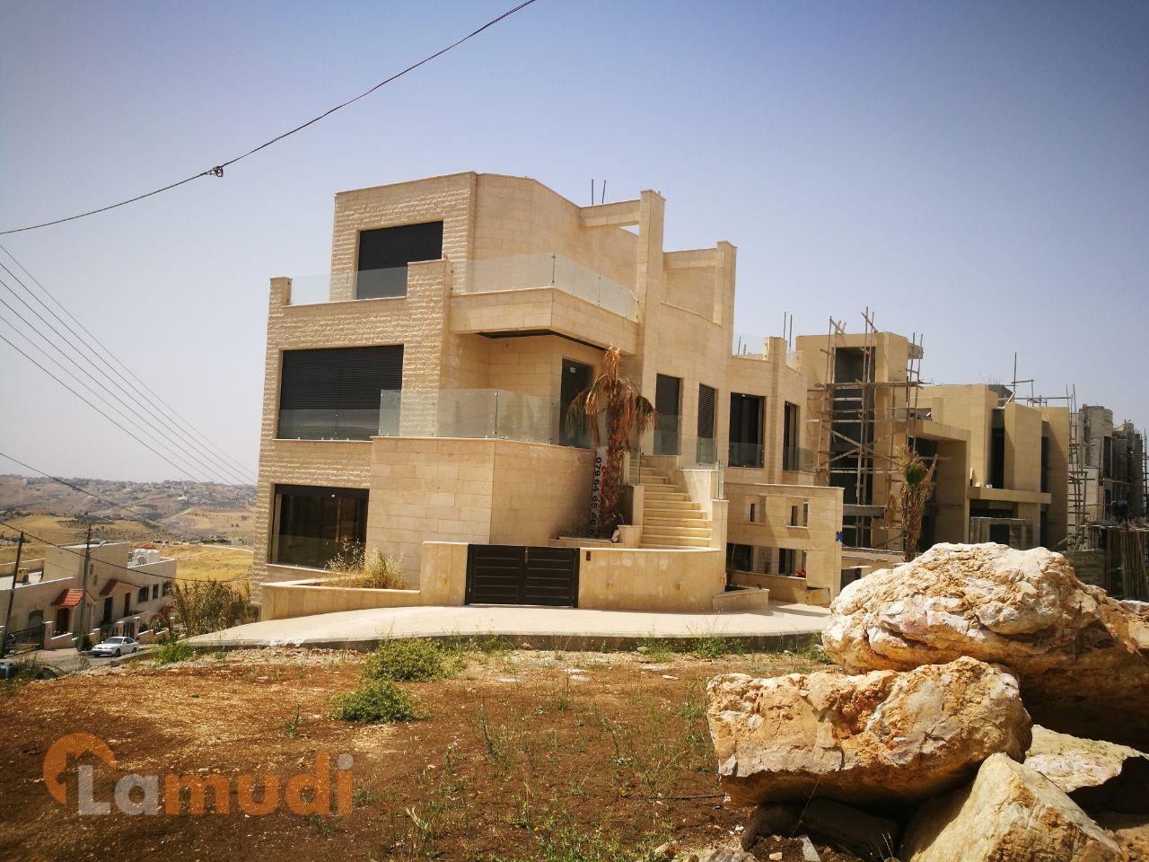 بالصور .. شقة شبه فيلا في أرقى أحياء عمان الغربية للبيع من المالك مباشرة