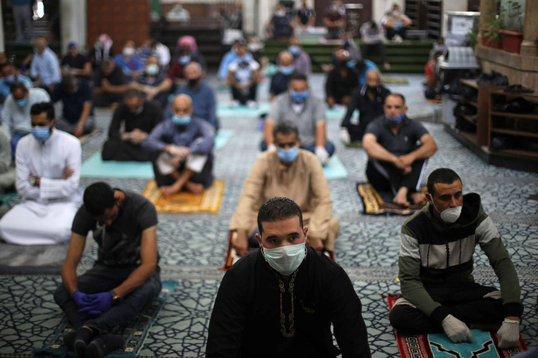 خطباء مساجد للمصلين: الحظر يشمل صلاة الفجر يومياً وحتى إشعار أخر