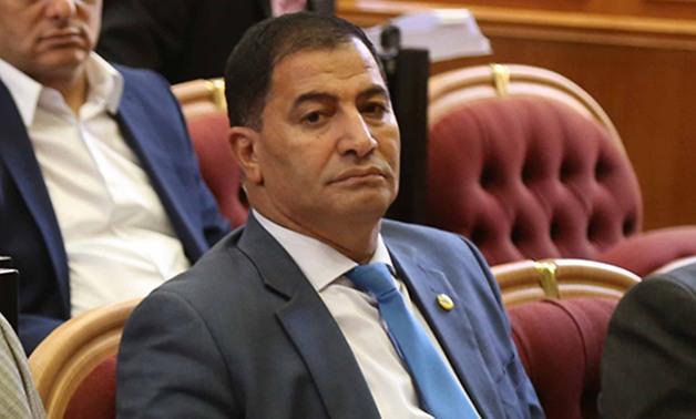 """نائب مصري : عيالنا  بيشربوا لبن الحمير  ..  عشان """"يبقوا أذكياء"""""""