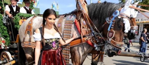 كيم كارداشيان تستوحي جمالها من الأحصنة