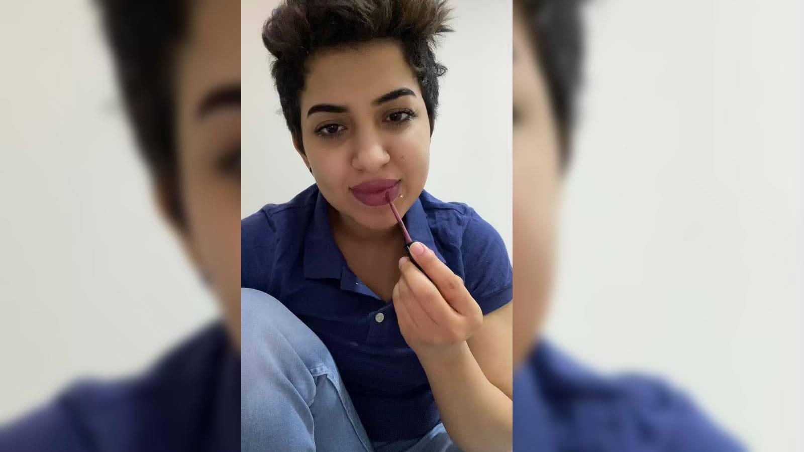 والد المشهورة السعودية مشاعل القحطاني يثير سجالا بتأييده سجن ابنته