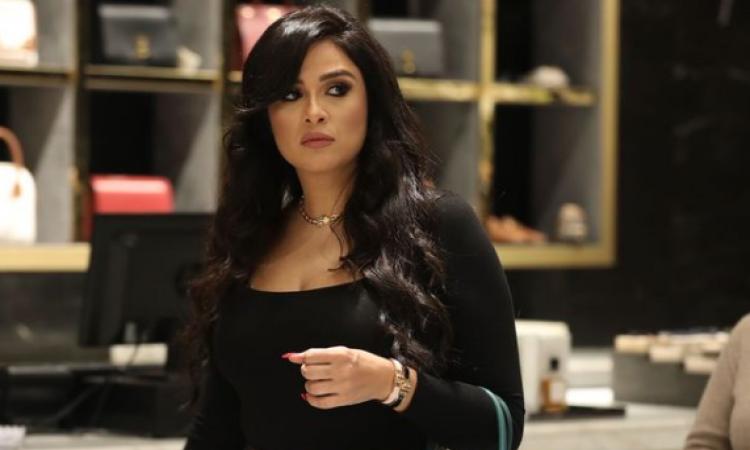 هجوم لاذع من ابنة محمد حلاوة على ياسمين عبد العزيز  ..  تفاصيل