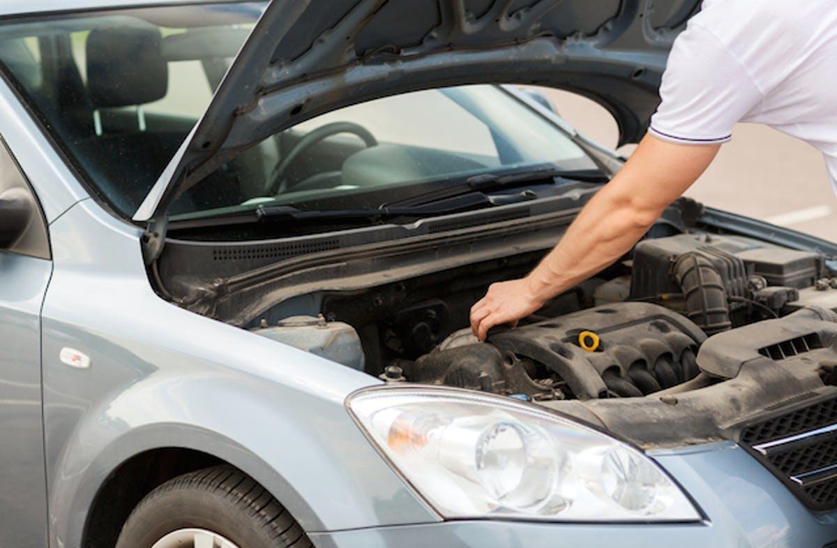 هل يفضل شراء السيارة التي قطعت كيلومترات أقل أم التي عمرها أقل؟