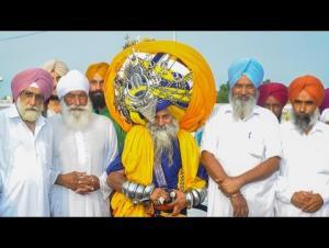 بالفيديو: هندي يستغرق 6 ساعات ليرتدي عمامته