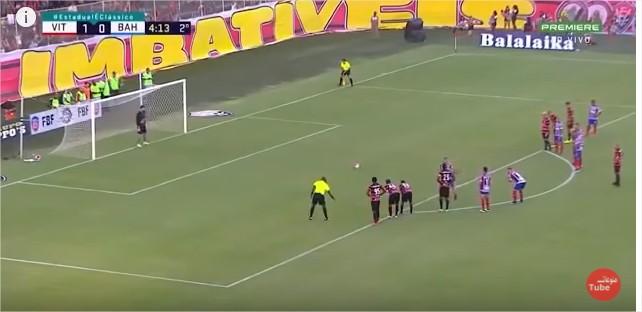 بالفيديو :طرد 9 لاعبين دفعة واحدة في مباراة بالدوري البرازيلي مشاجرة جماعية