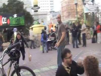 بالفيديو  ..  فلسطينية تضرب يهودية في نيوزيلندا بعد مظاهرة تندد بإسرائيل