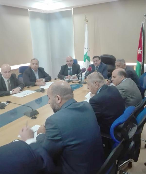 وزير المالية يلتقي في دائرة الأراضي الشركاء العقاريين