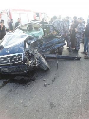 بالصور .. وفاتان بحادث تصادم بين شاحنة ومركبة في معان