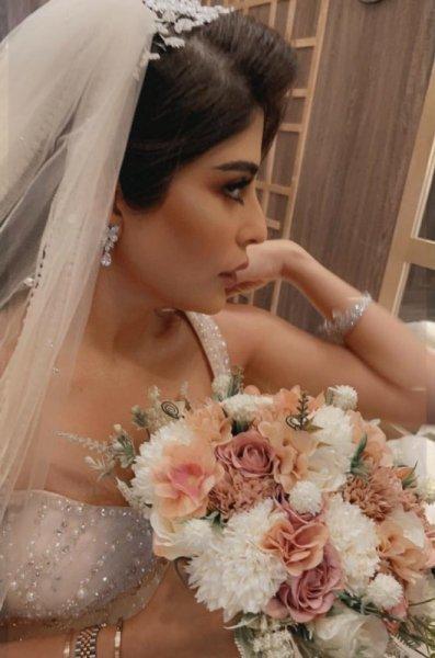 بالفيديو والصور  ..  زارا البلوشي تحتفل بزواجها وتستعرض فستان زفافها