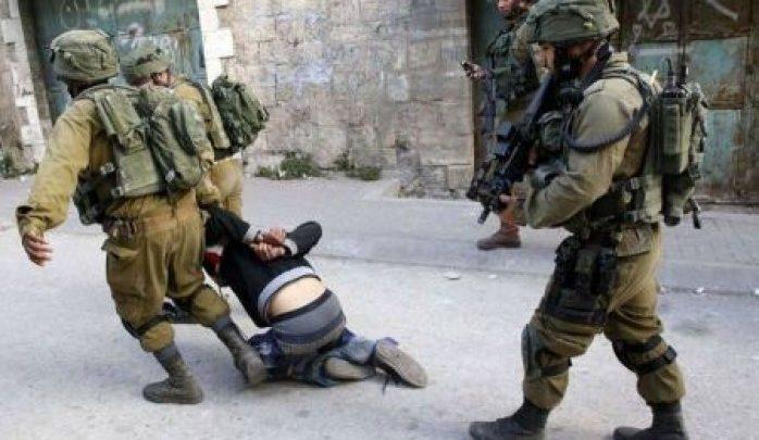 قوات الاحتلال تعتدي على الفلسطينيين بالضرب المبرح  بمدينة الخليل
