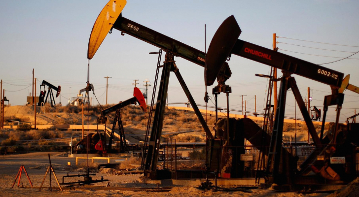 تراجع أسعار النفط بفعل زيادة المخزونات الأمريكية