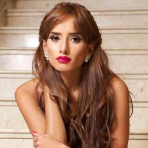 بالصور .. زينة توجه رسالة مبطنة إلى أحمد عزّ بالجينز الممزق