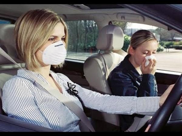 كيف تتخلص من الروائح الكريهة بالسيارة؟