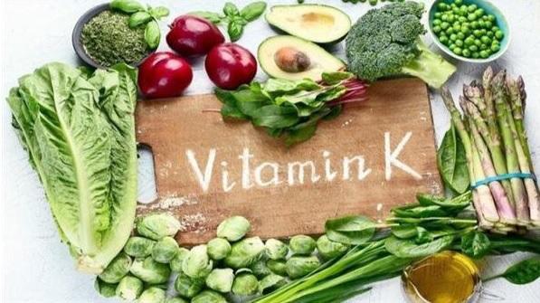 علاقة فيتامين K بنزيف الدم ومنع هشاشة العظام