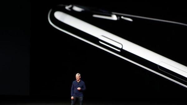 """مفاجأة ..  هاتف """"أبل"""" الجديد لن يكون """"آيفون 8"""" !"""