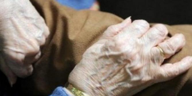 عمرها 100 عام وتتعافى من كورونا