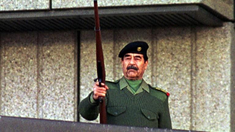 العراق ..  دعوة لوضع صورة صدام حسين داخل البرلمان والحكومة