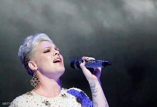 مغنية أميركية تعلن إصابتها بكورونا