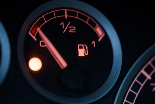 هل توفر القيادة بسرعة بطيئة الوقود؟