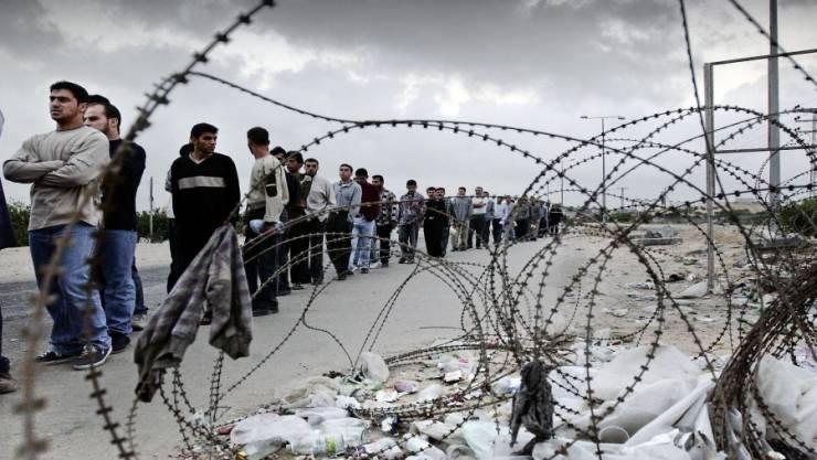 إسرائيل: هذه آلية وأماكن تطعيم العمال الفلسطينيين