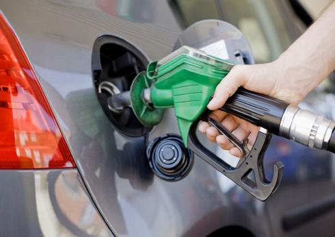 ترجيح تخفيض الحكومة لأسعار المشتقات النفطية بنسبة كبيرة بداية العام المقبل