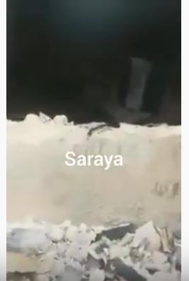 بالفيديو ..  حرق منزل 3 اشخاص وهدمه بعد أن قاموا باختطاف طفل في مخيم اربد