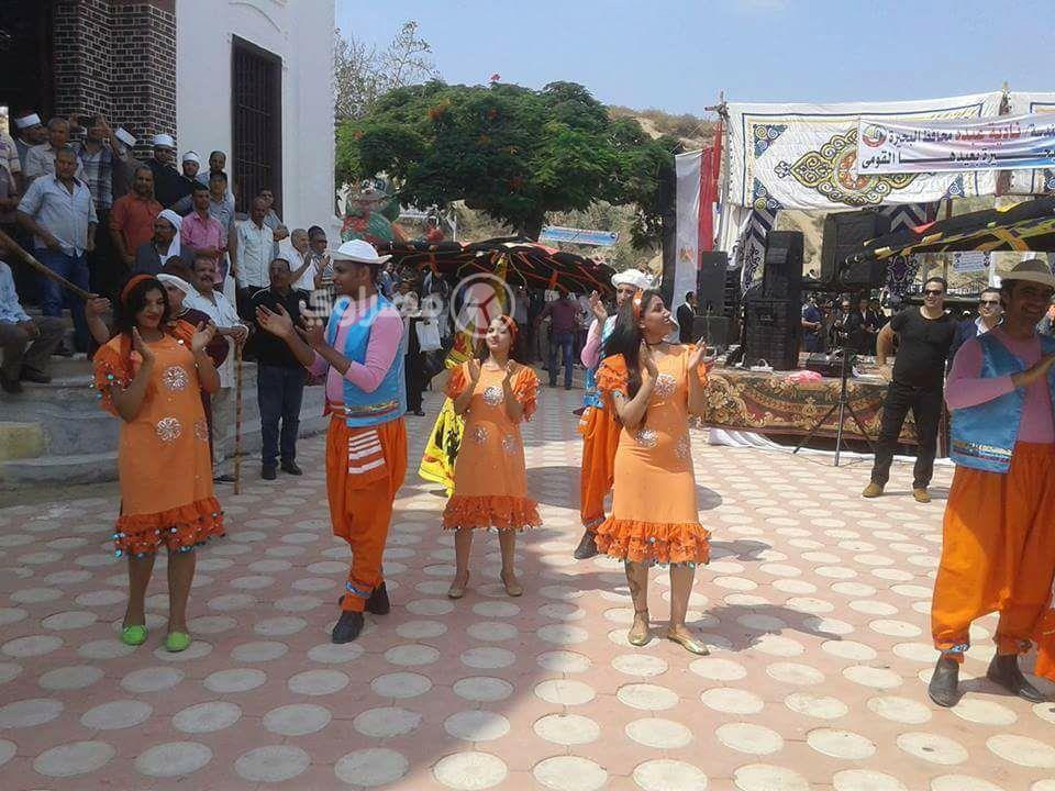 """بالصور  ..  رقص و """"تنانير قصيرة"""" احتفالاً بمناسبة افتتاح مسجد في مصر"""