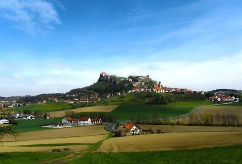 بالصور ..  نسبروك النمساوية ..  بين أحضان الطبيعة ورونق الريف