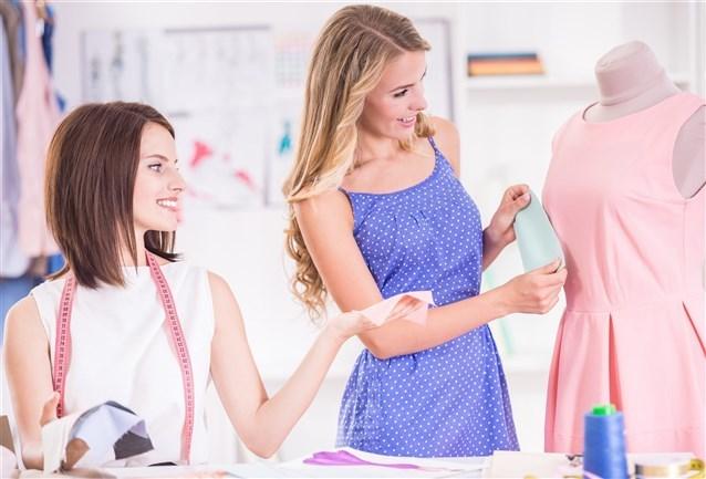 إلى ماذا تشير رؤية خياطة فستان في المنام