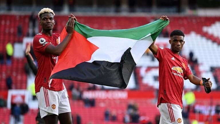 بالفيديو : بوغبا وتراوري يحملان علم فلسطين في أولد ترافورد