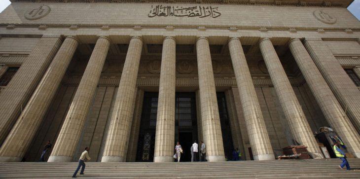 مصري يمنع ابنه من تعاطي المخدرات بطريقة بشعة