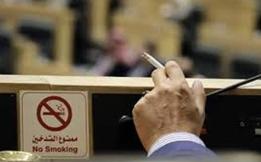 """طهبوب مُعلقةً على """"سجائر سعادته"""": لطالما ضرب هذا النائب عرض الحائط بقانون منع التدخين"""
