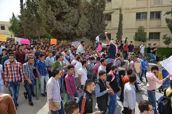 بالصور ..وقفات تضامنية في الجامعات الاردنية لنصرة الشعب الفلسطيني